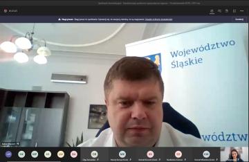 Wicemarszałek Wojciech Kałuża na spotkaniu konsultacyjnym z ROPS i OPS.